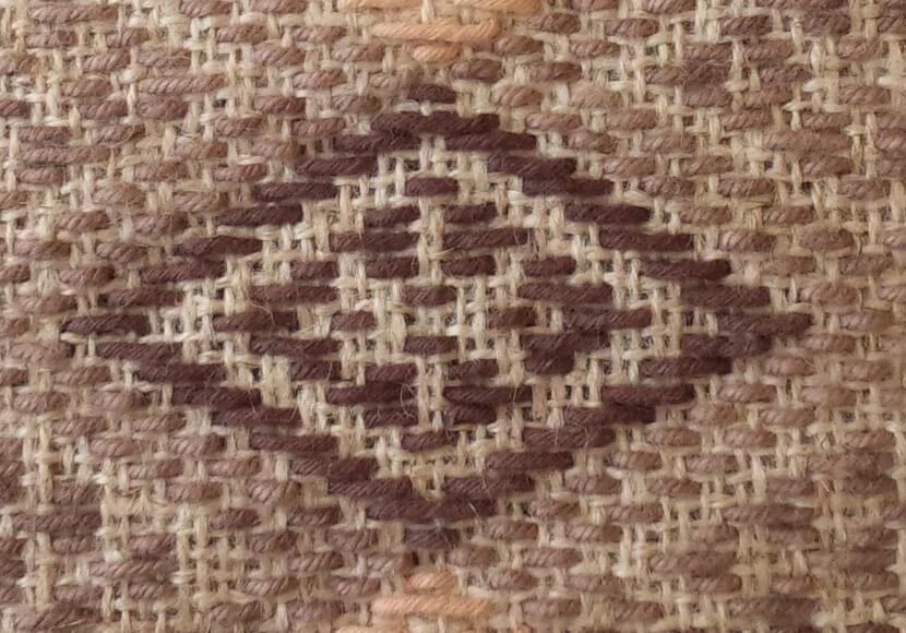 菱刺し「猫の目」